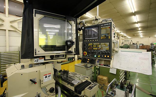 プロファイル研削盤 SPG-R 和井田製作所